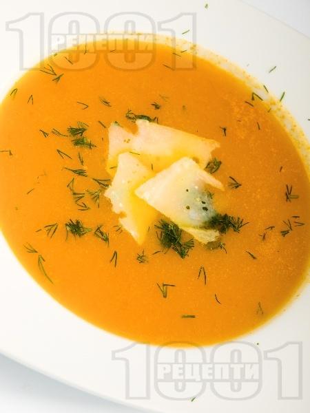 Крем супа от моркови, картофи и тиквички със сирене пармезан и масло - снимка на рецептата